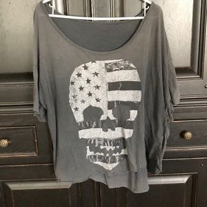 Brandy Melville skull/flag soft shirt